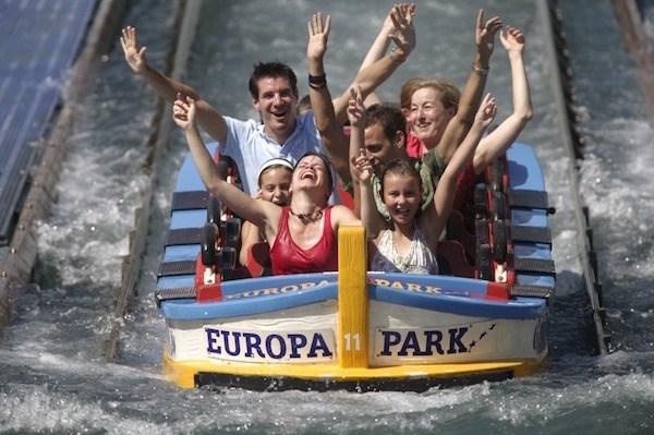 Die Wasserachterbahn Poseidon im griechischen Bereich des Europa-Parks