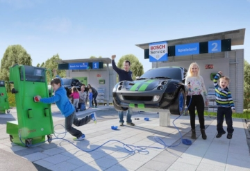 Kinder bei der Bosch Car-Service Werkstattwelt im Ravensburger Spieleland.