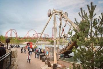 Blick auf die Schiffsschaukel im Belantis Freizeitpark.