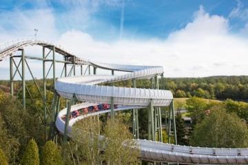 Ein Blick auf die Achterbahn Bobbahn im Heide Park Resort.