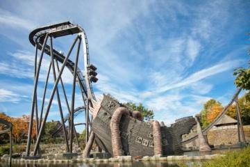 Blick auf die Achterbahn Krake im Heide Park Resort.