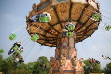 Das Kettenkarussell Laola im Heide Park Resort in Aktion.