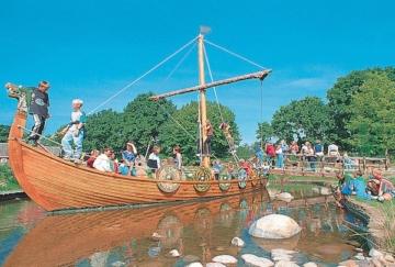 Blick auf maritime Exponate im Hansa-Park.