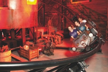 Die Van Helsings Factory Achterbahn im Movie Park Germany.